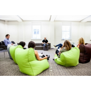 Кресло мешок напрокат. Как разместить гостей мероприятия?